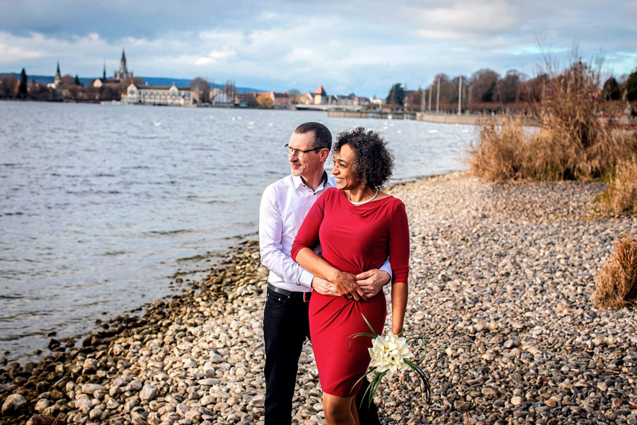 Hochzeitsfotograf in Konstanz - Hochzeitsshooting mit rotem Kleid
