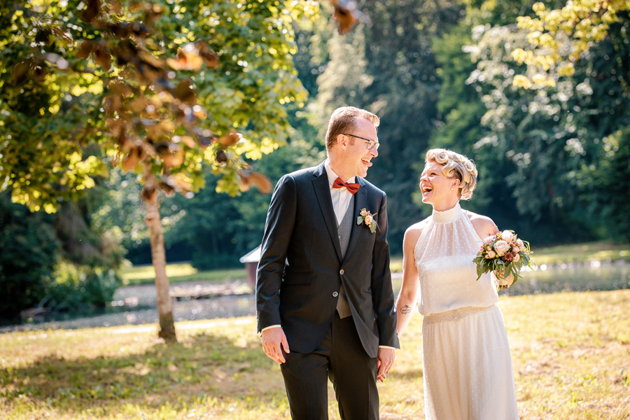 Hochzeitsfotograf Konstanz Bodensee - fröhliches Hochzeitsfoto