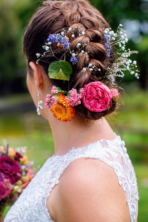 Hochzeitsfoto Konstanz - Brautfrisur mit Blumen